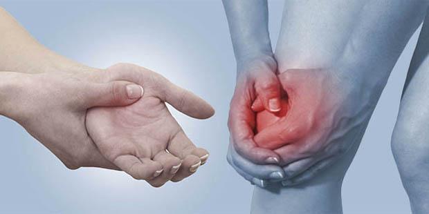 El dolor en las articulaciones de los dedos comúnmente es el primer síntoma de la artritis reumatoide